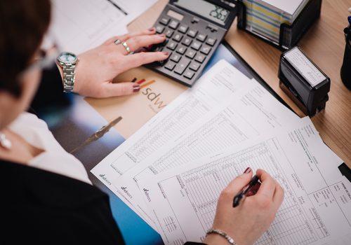 East-Management-Lohn-Gehaltsberechnung